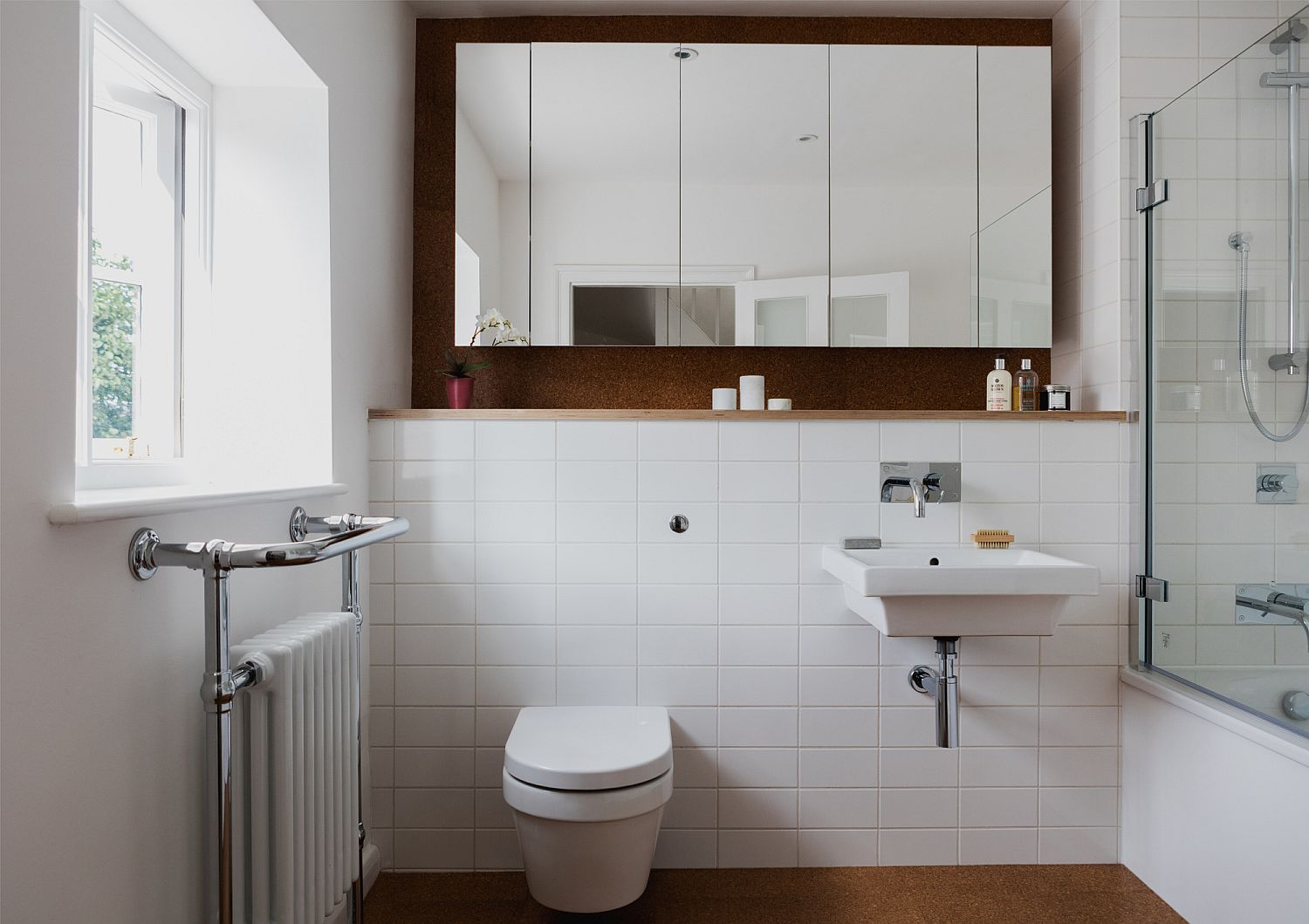 Modern bathroom in white with white tiles and cork floor