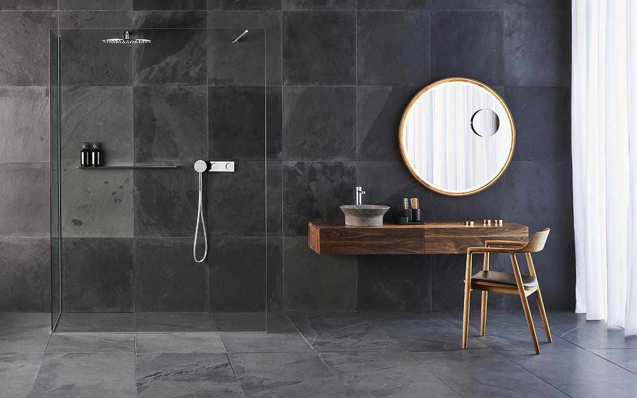 Modern-bathroom-setting-for-the-Tono-collection