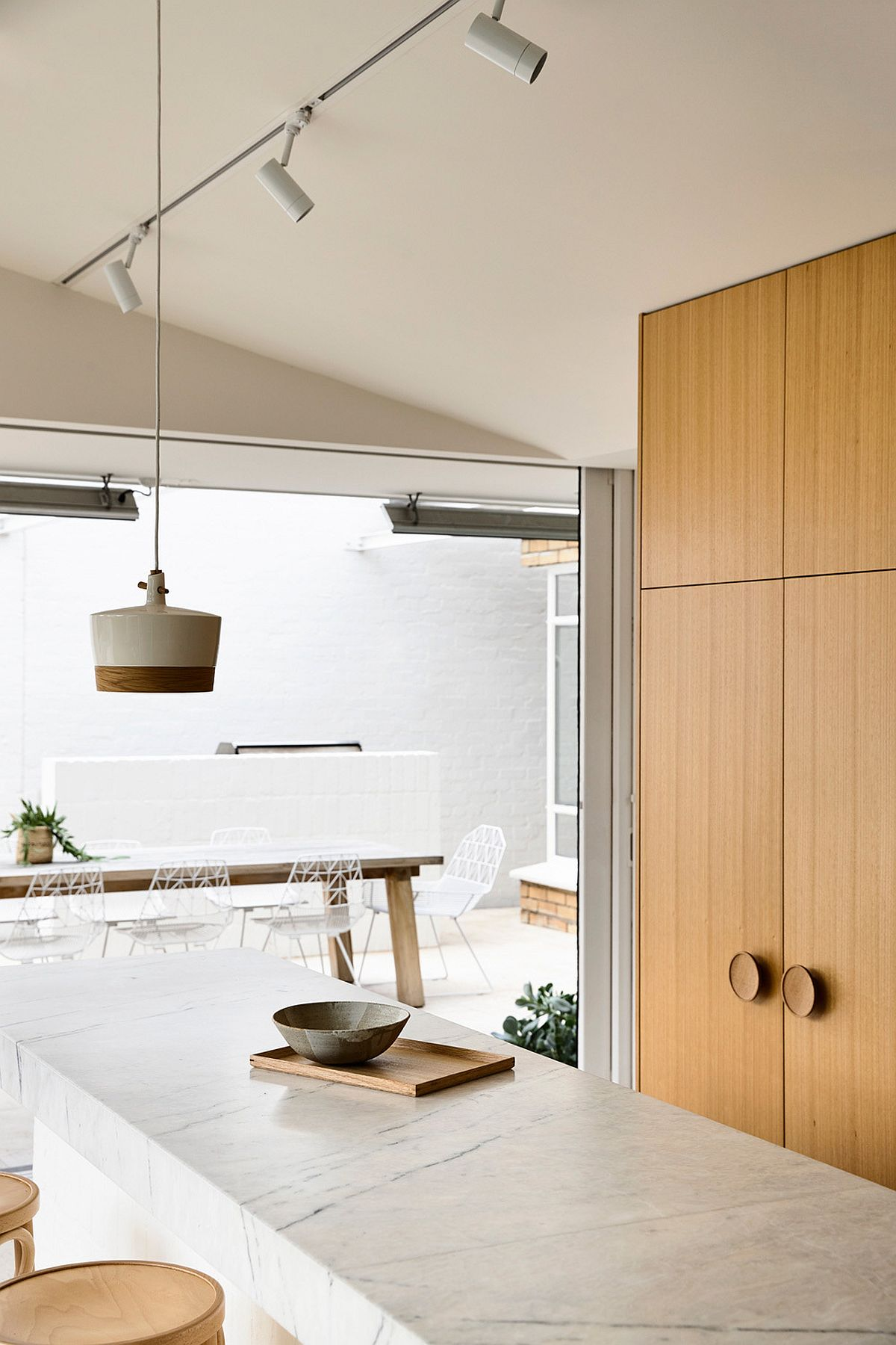 Modern minimal extension of the post-war era Melbourne home