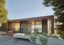 Modern-residence-in-Oakland-with-large-front-yard-217x155