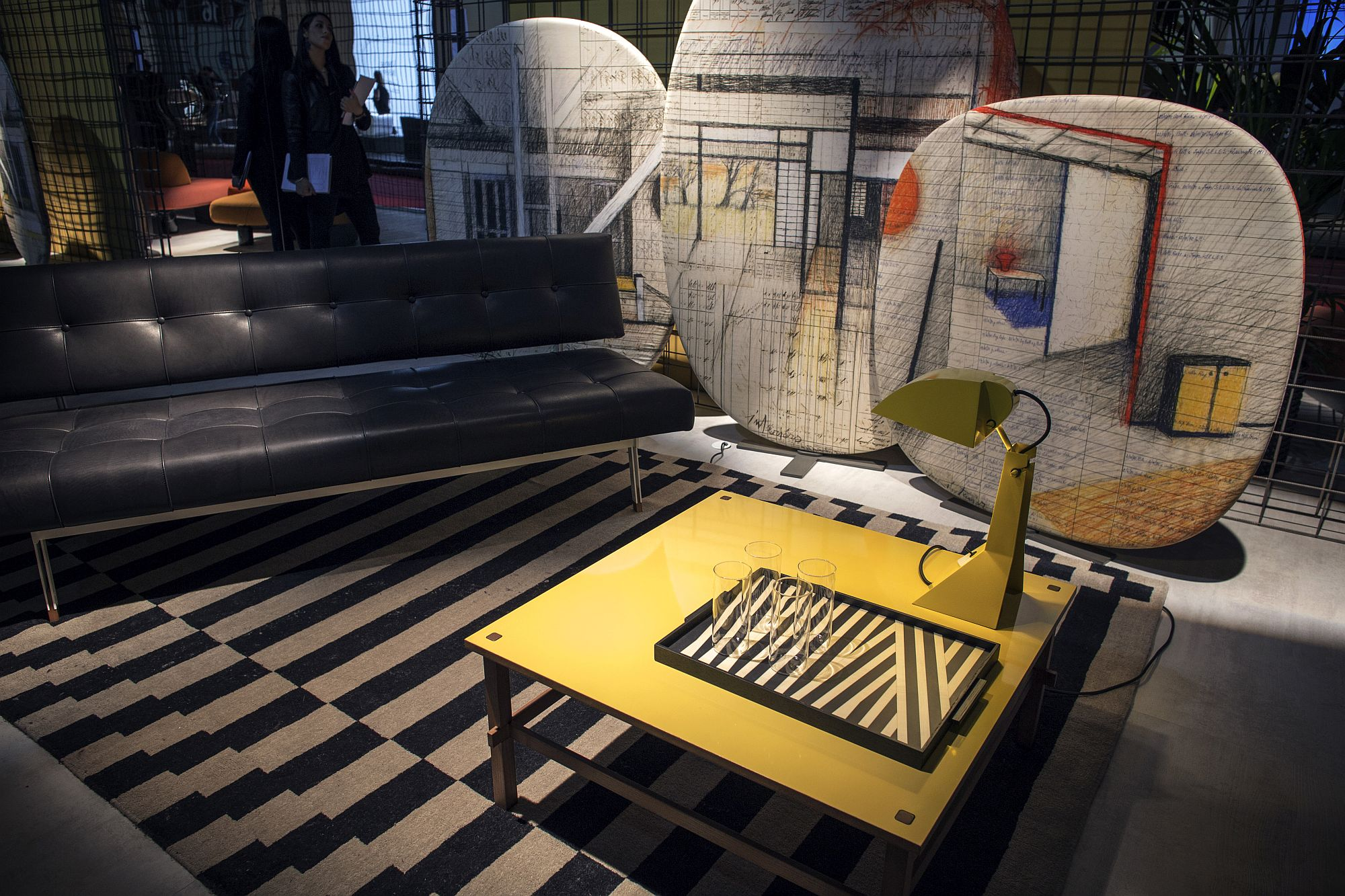 Modern-sofa-in-black-from-Tacchini