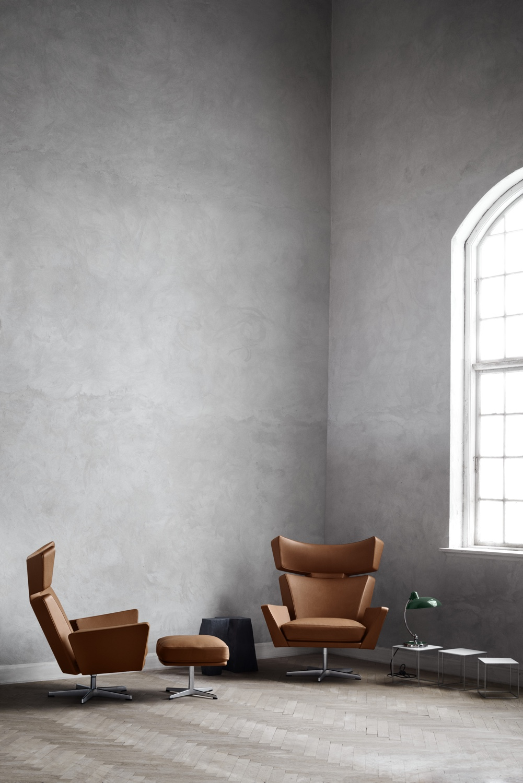 Oksen with footstool Walnut
