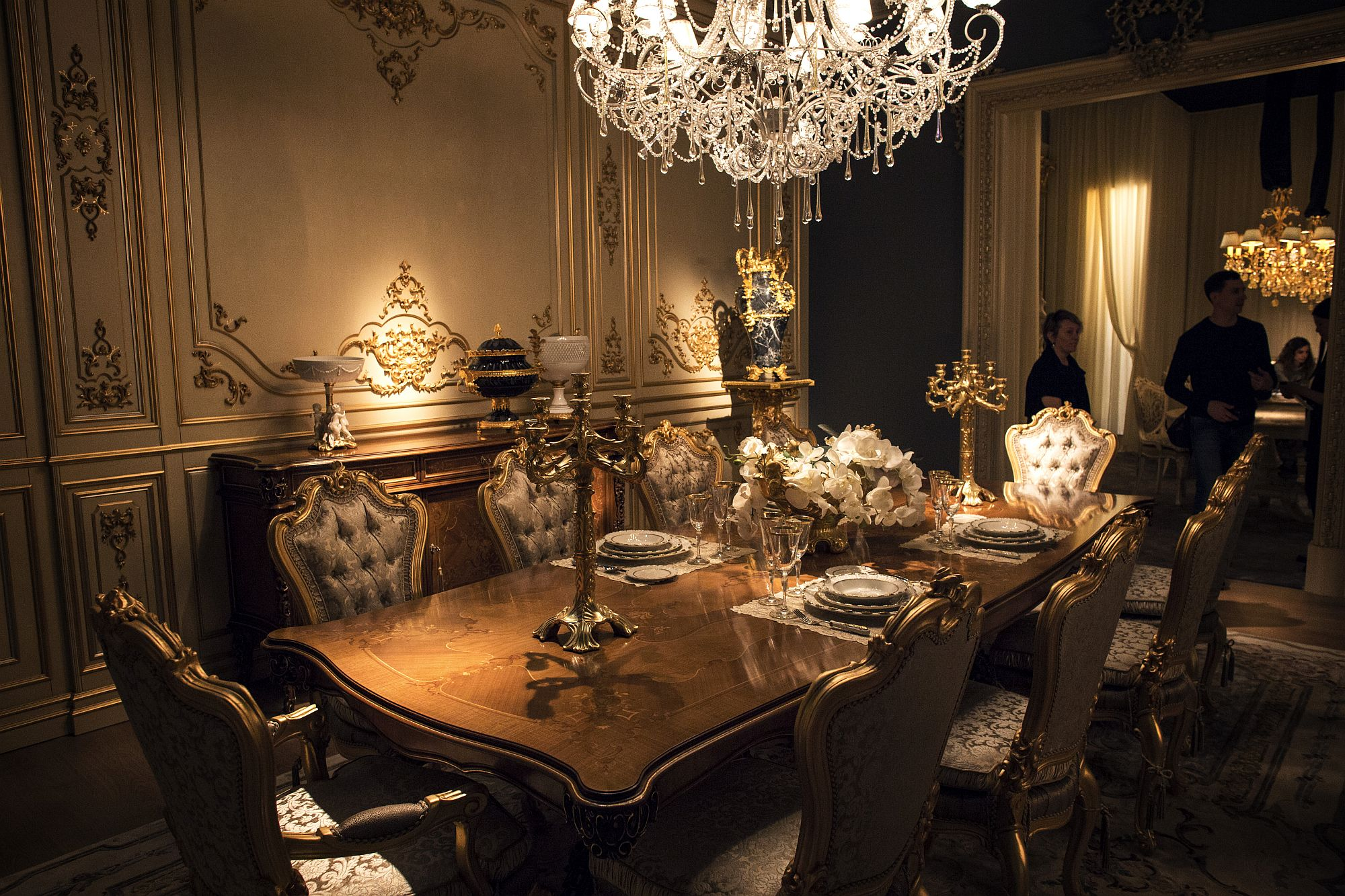 Luxury all the way 15 awesome dining rooms fit for royalty for New dining room looks