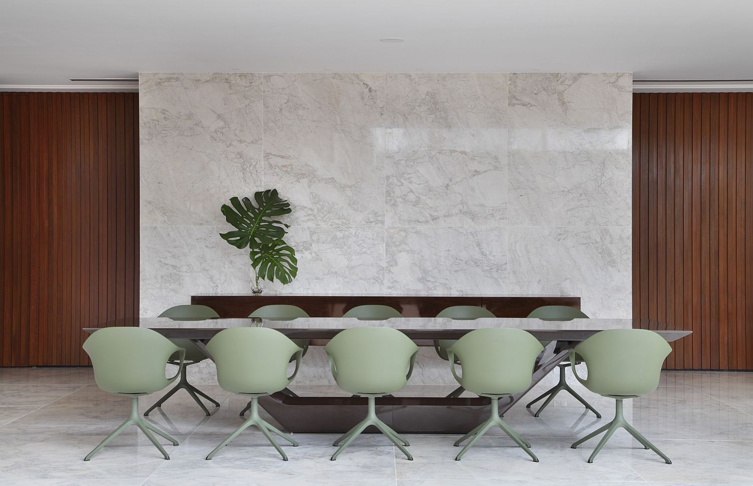 Polished stone wall for the contemporary dining room