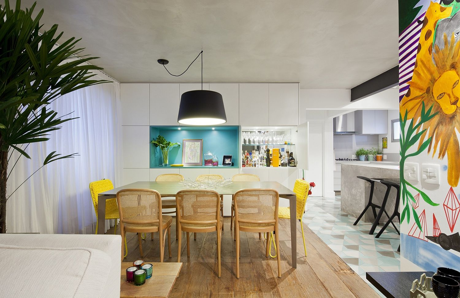 Reclaimed wood adds warmth to the modern Brazilian apartment