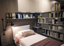 Sconce-lighting-for-small-bedroom-with-ample-shelf-space-217x155