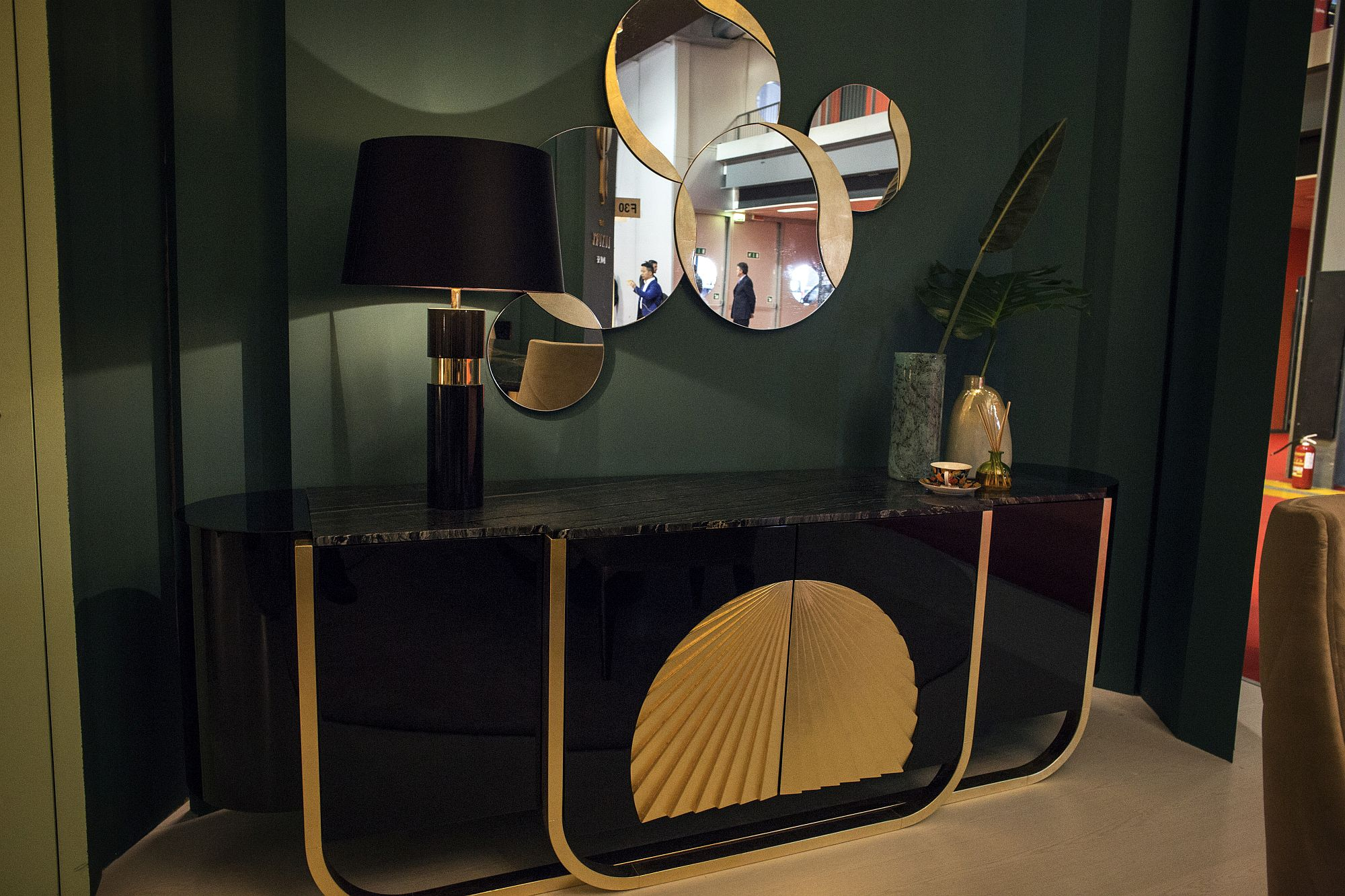 Series of round mirrors coupled with a classic console in the entryway