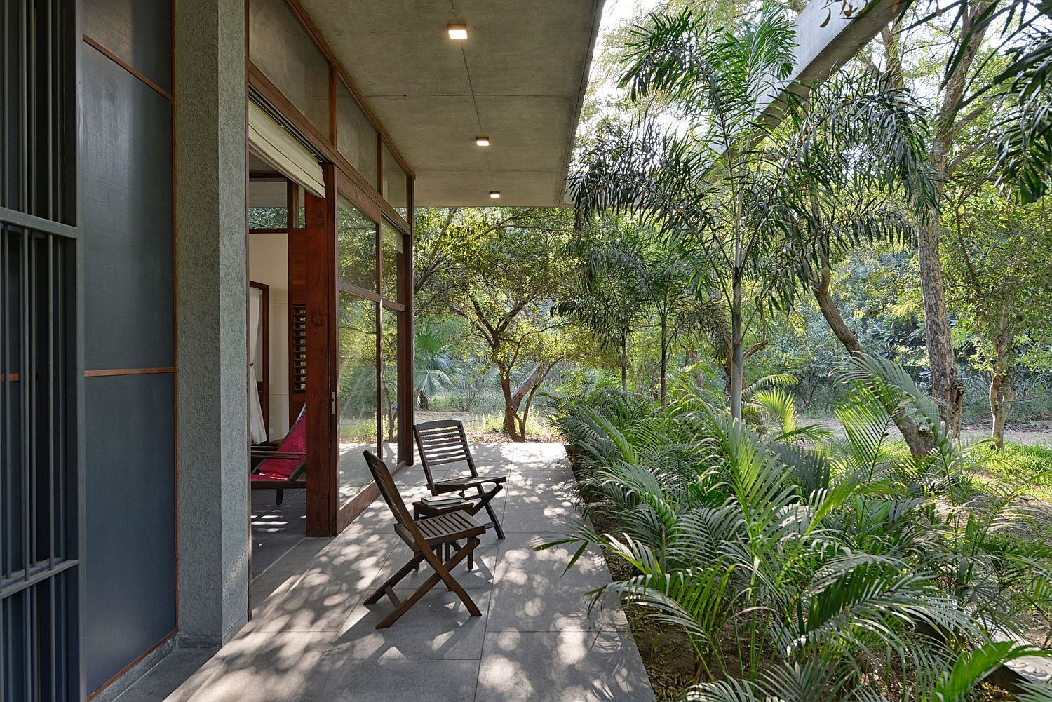 Small-deck-around-the-house-flowing-into-the-rear-yard