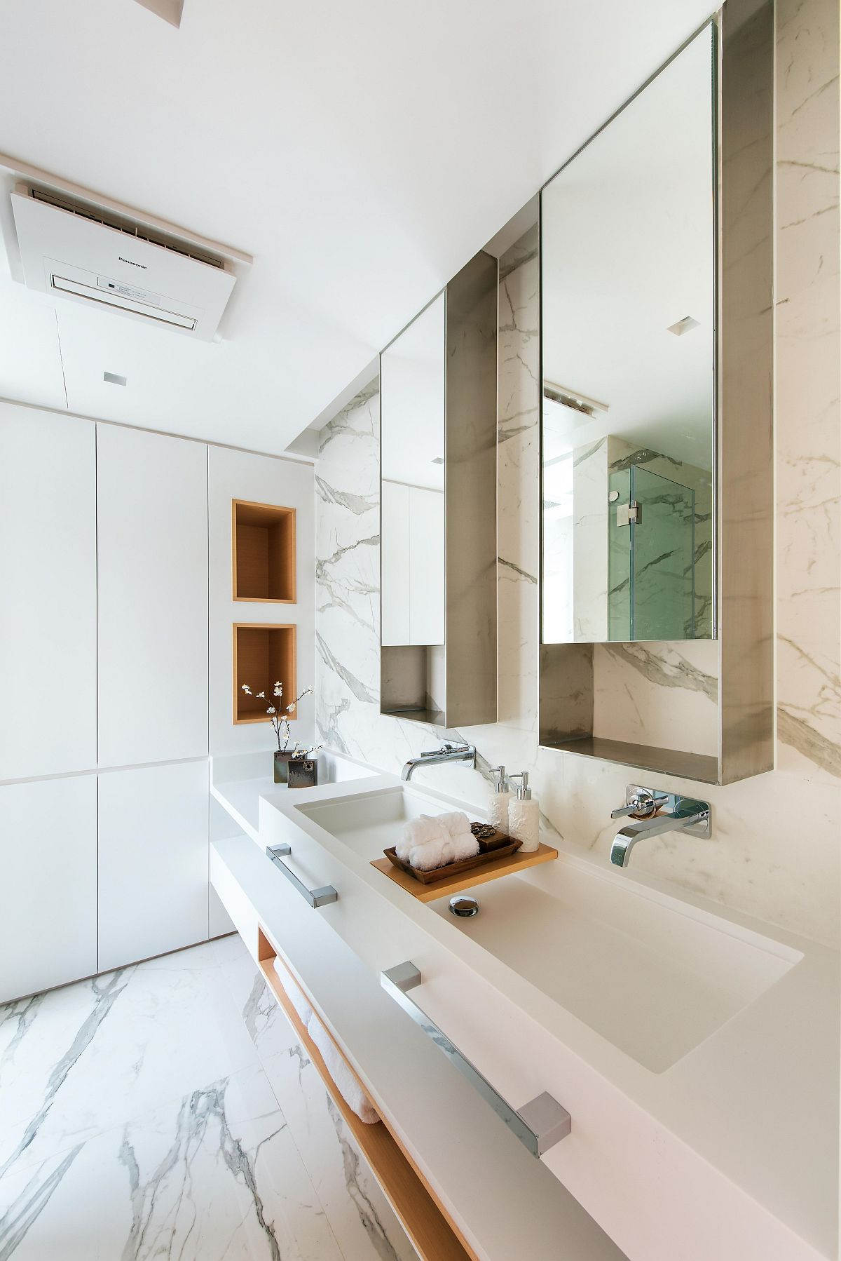 Sophisticated-modern-bathroom-with-marble-flooring-and-walls