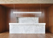 Spectacular-and-minimal-gourmet-kitchen-in-wood-and-marble-217x155
