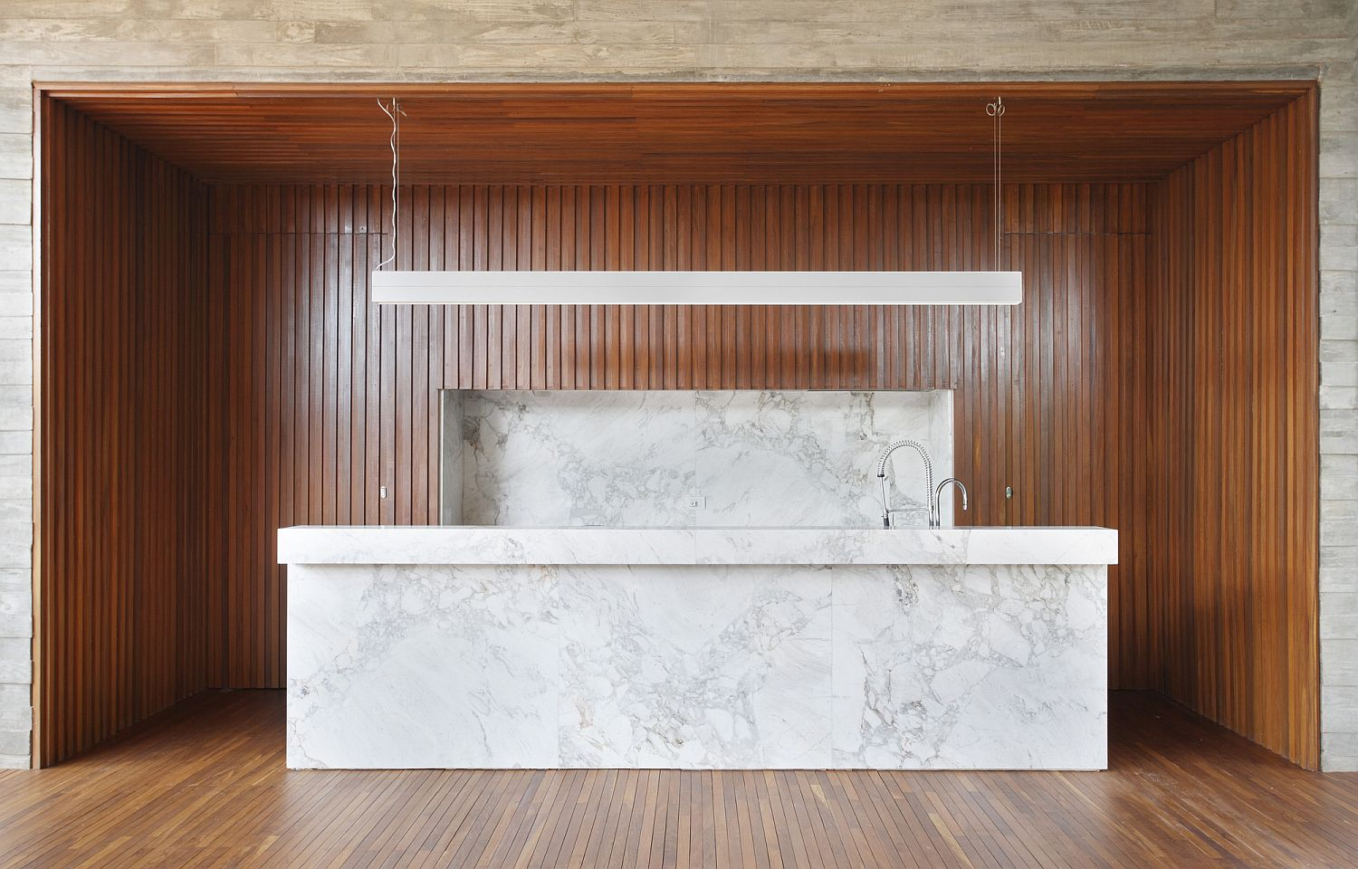 Spectacular and minimal gourmet kitchen in wood and marble