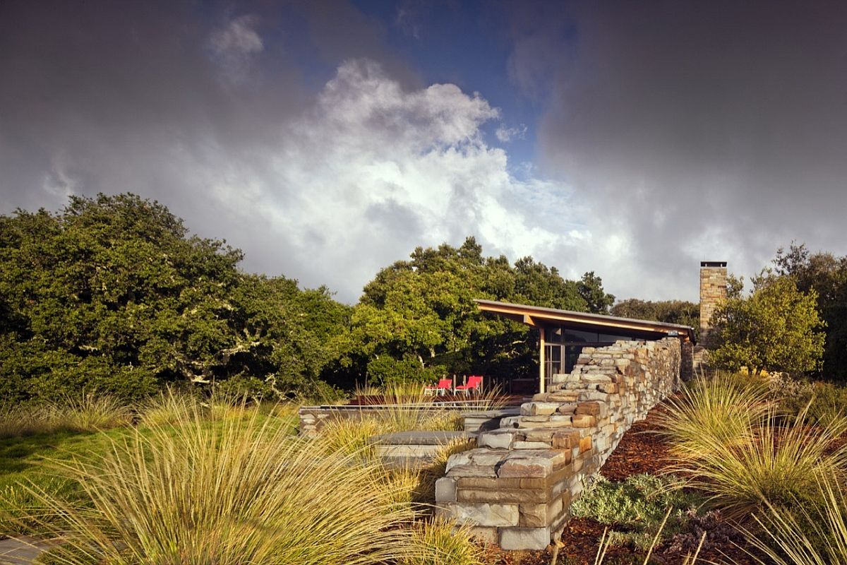 Stone-wall-acts-as-the-boundary-between-the-guest-house-and-the-untamed-landscape