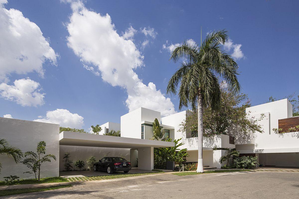 Street-facade-of-the-Ancha-House-in-Yucatan-Mexico