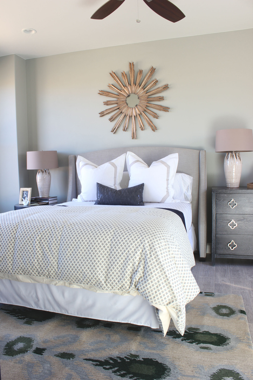 Sunburst mirror as the only wall decoration in a minimalist room