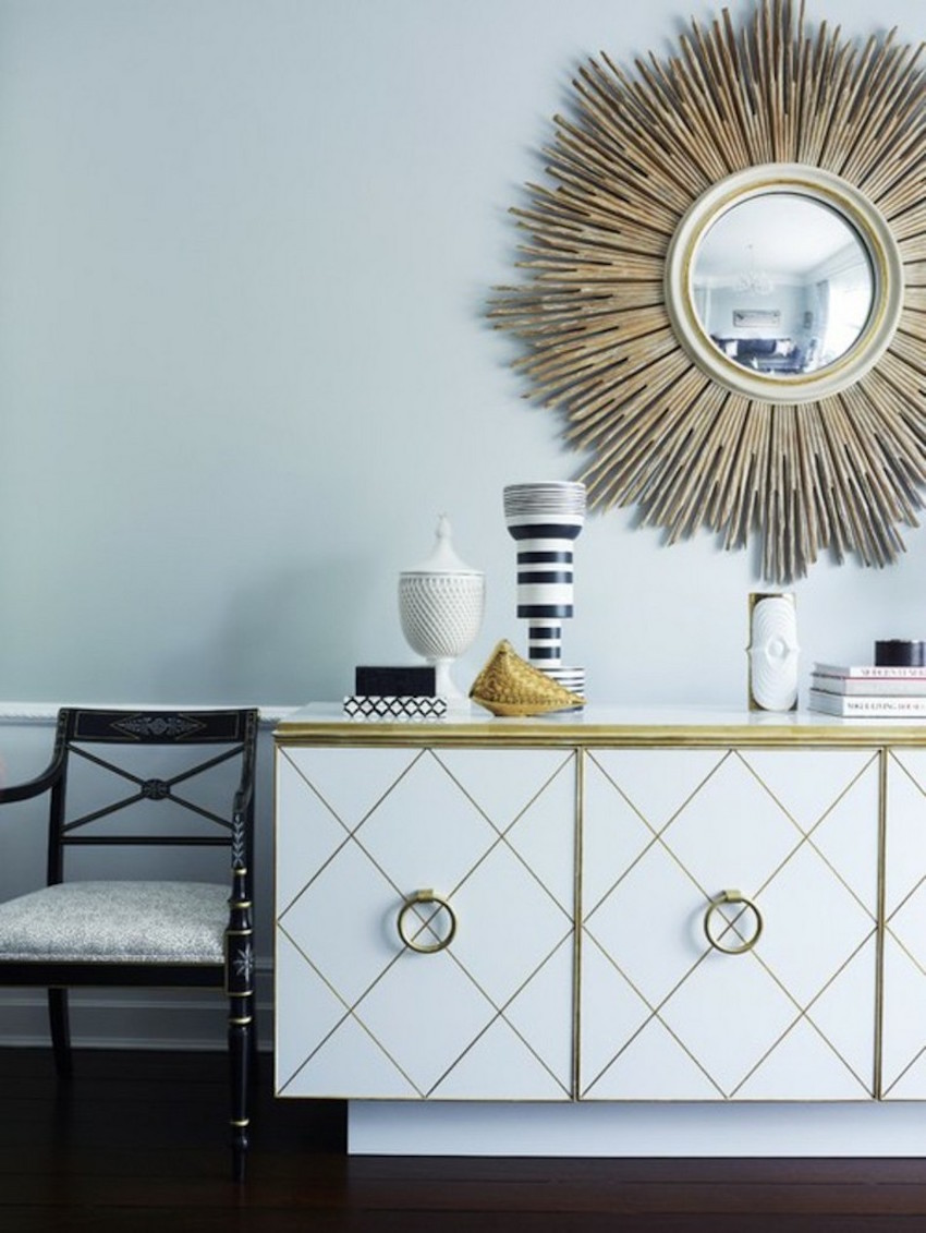 Sunburst mirror gives the room a glamorous and sophisticated look
