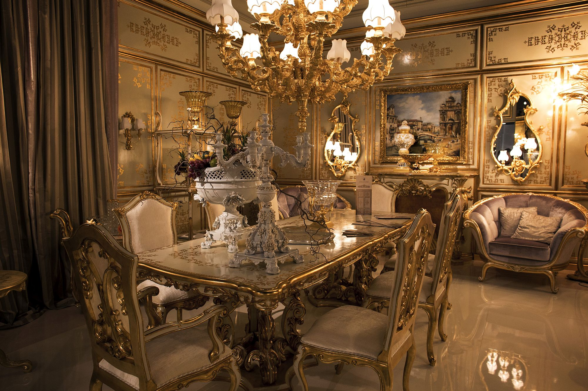 This stunning dining room is all about gold A royal dining experience Luxury all the Way: 15 Awesome Dining Rooms Fit for Royalty!