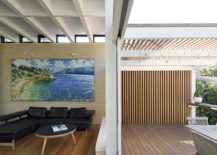 Timber framework creates a cool and shaded outdoor dining area 217x155 d+k House: Mid Century Modernism Fused with Coastal Style and a Green Roof