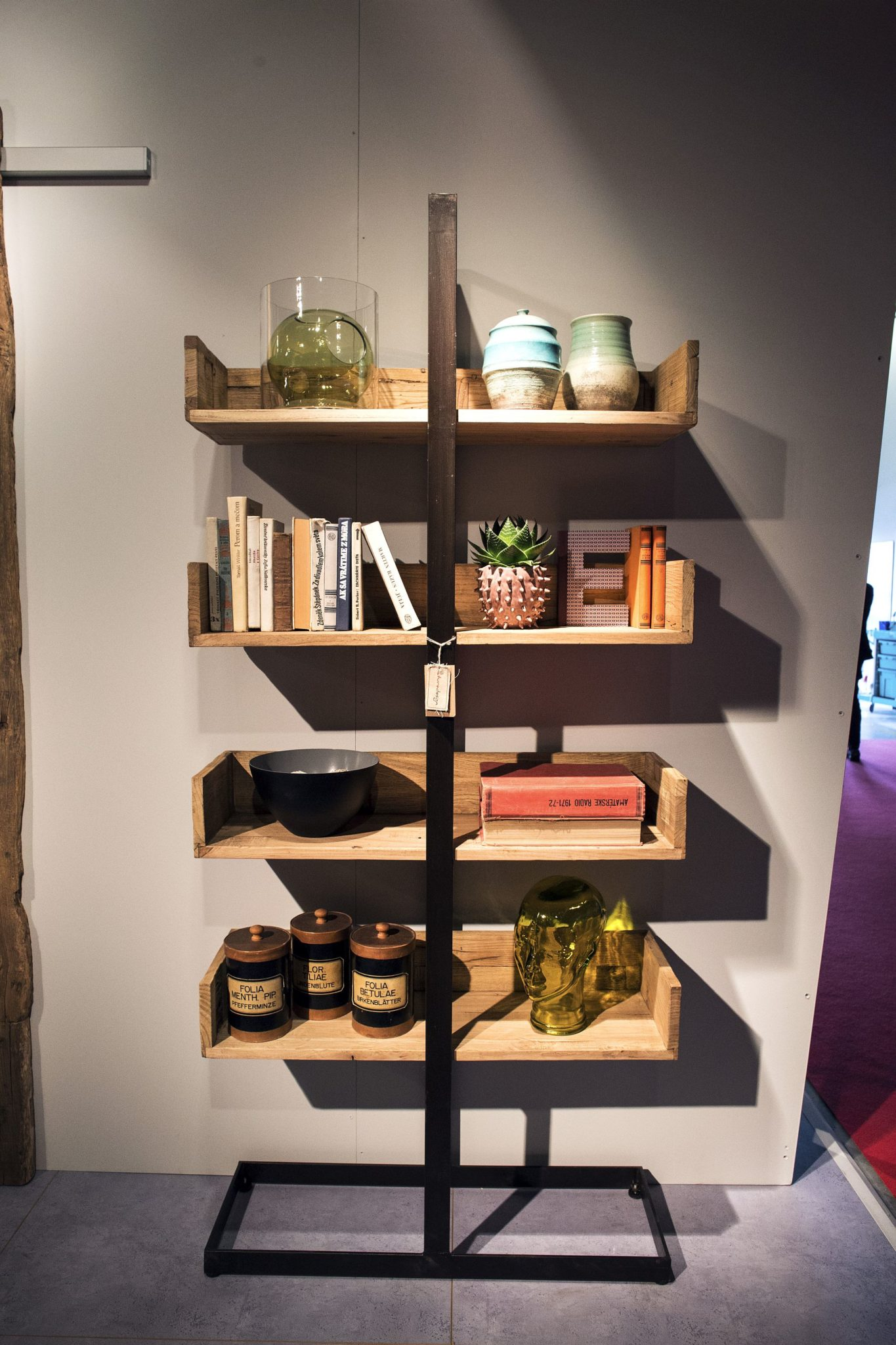Unique-standalone-shelf-in-wood-and-metal-brings-rustic-touch-to-the-space-savvy-home