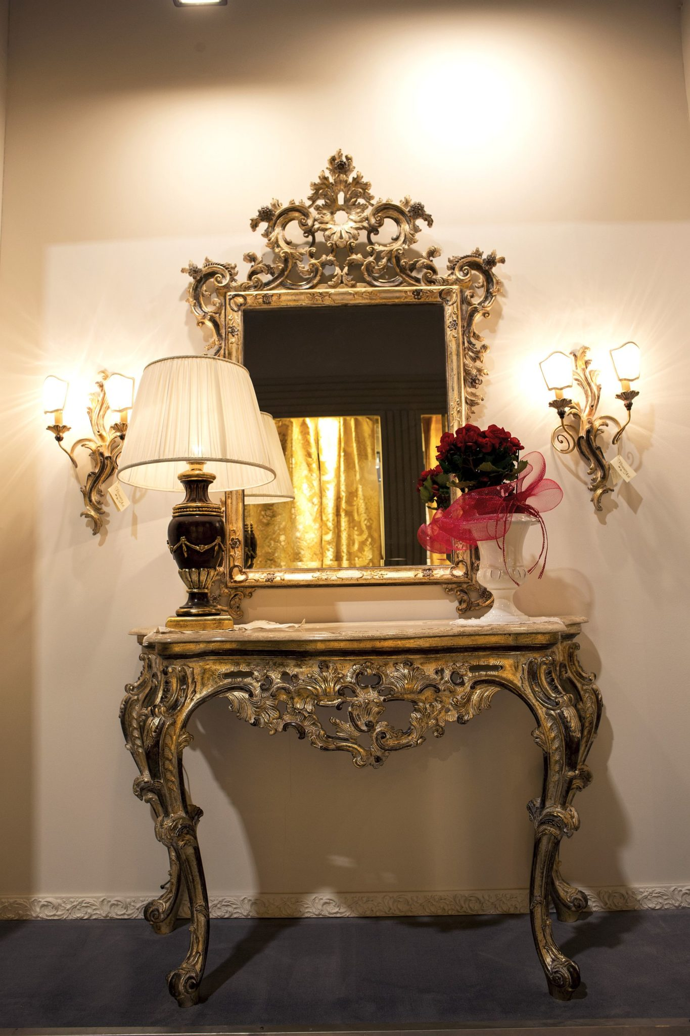 Victorian style console table and mirror for the small entryway