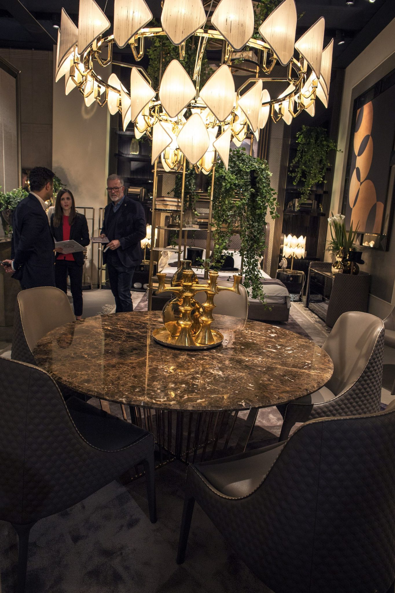 Vittoria Frigerio brings presonalized beauty to the luxurious dining room