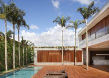 Wall of green around the courtyard offers ample privacy 217x155 Sun, Shade and a Spectacular Courtyard: Contemporary AN House in Brazil