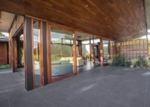 Wood-granite-and-glass-style-a-relaxing-guesthouse-in-India-217x155