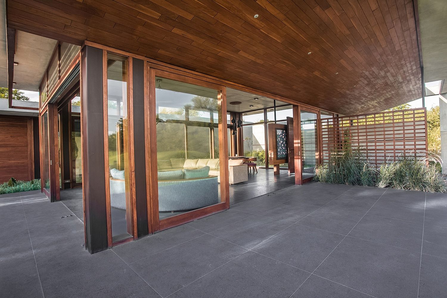 Wood, granite and glass style a relaxing guesthouse in India