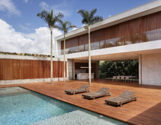 Sun, Shade and a Spectacular Courtyard: Contemporary AN House in Brazil