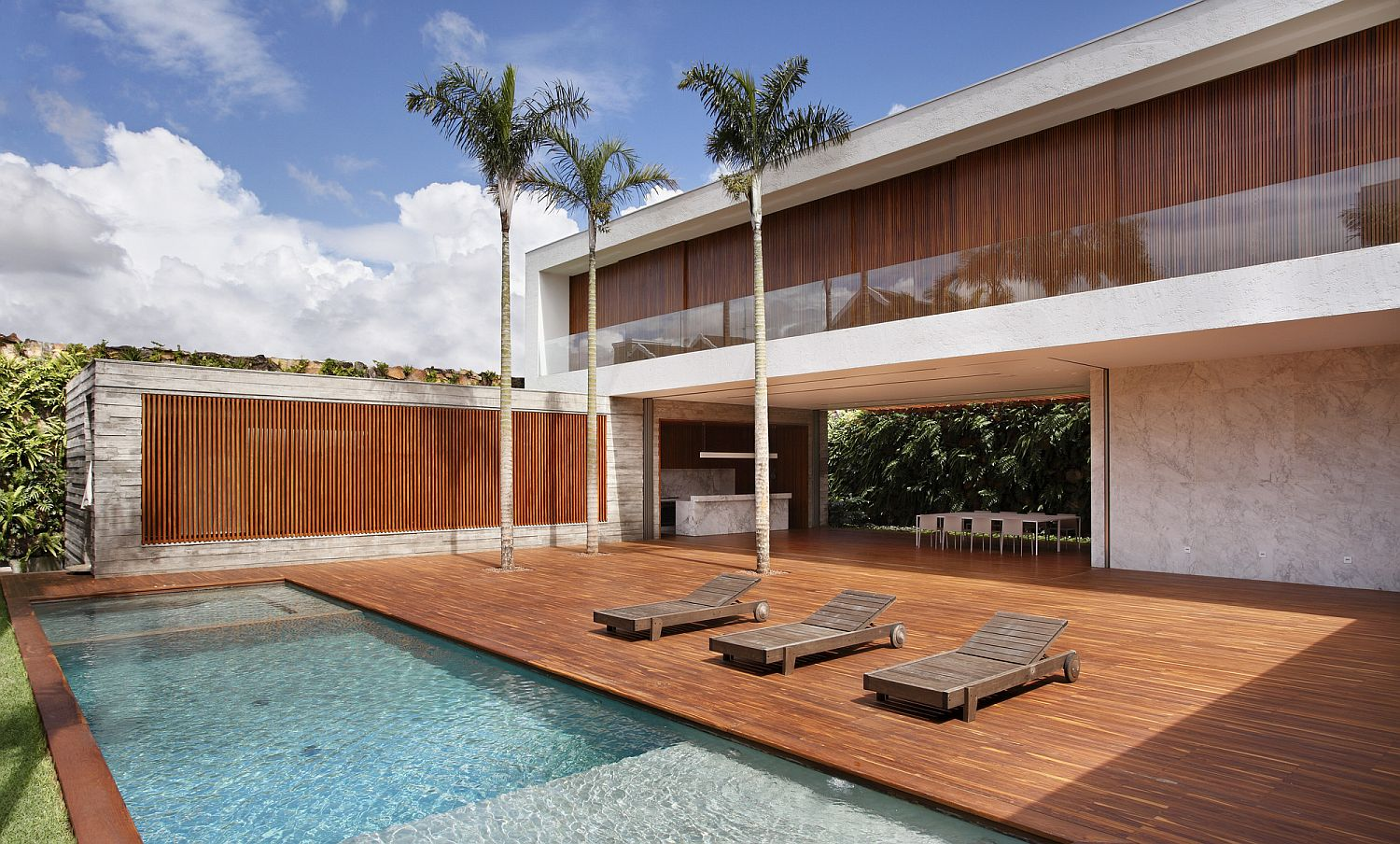 Wooden slats and Brise soleil give the central courtyard a stuning look Sun, Shade and a Spectacular Courtyard: Contemporary AN House in Brazil