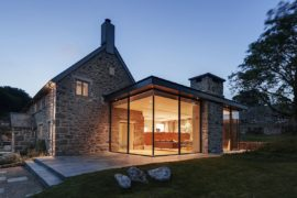 Glass and Timber Extension Revamps 18th Century Farmstead in UK