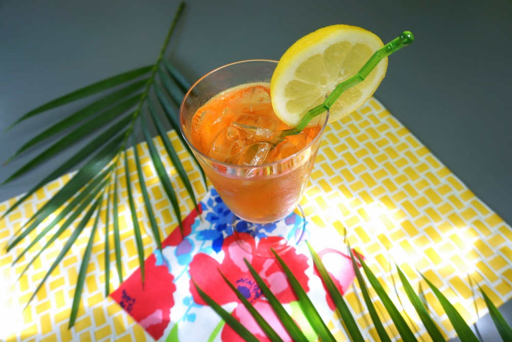 A tropical summer party with iced tea