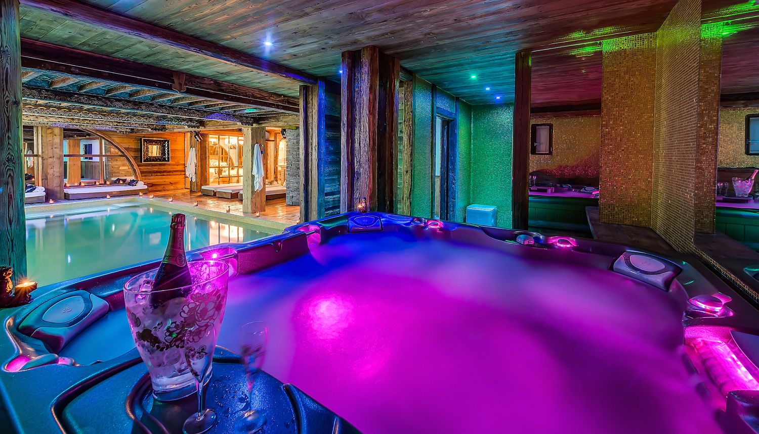 Amazing lighting and unparallel luxury await at this luxury Alpine Chalet in Val d'Isère