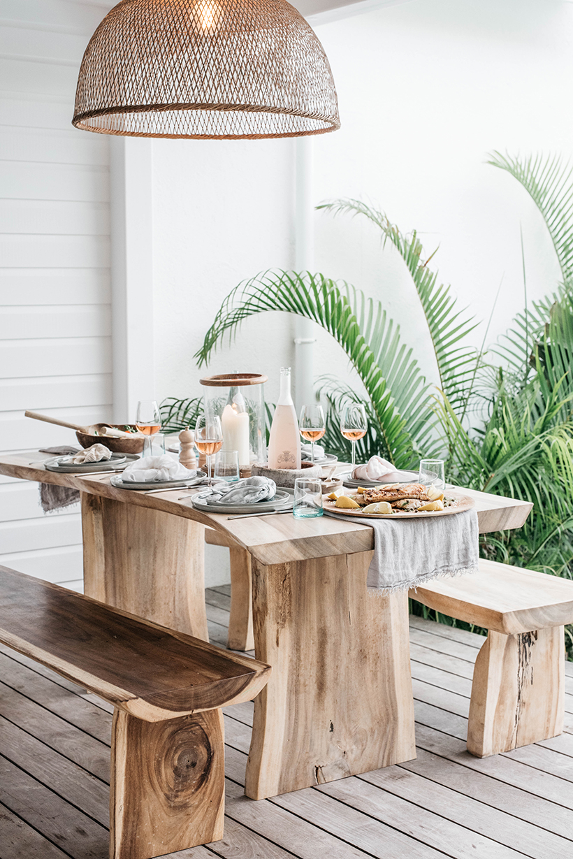 Beachy entertaining in a tropical setting