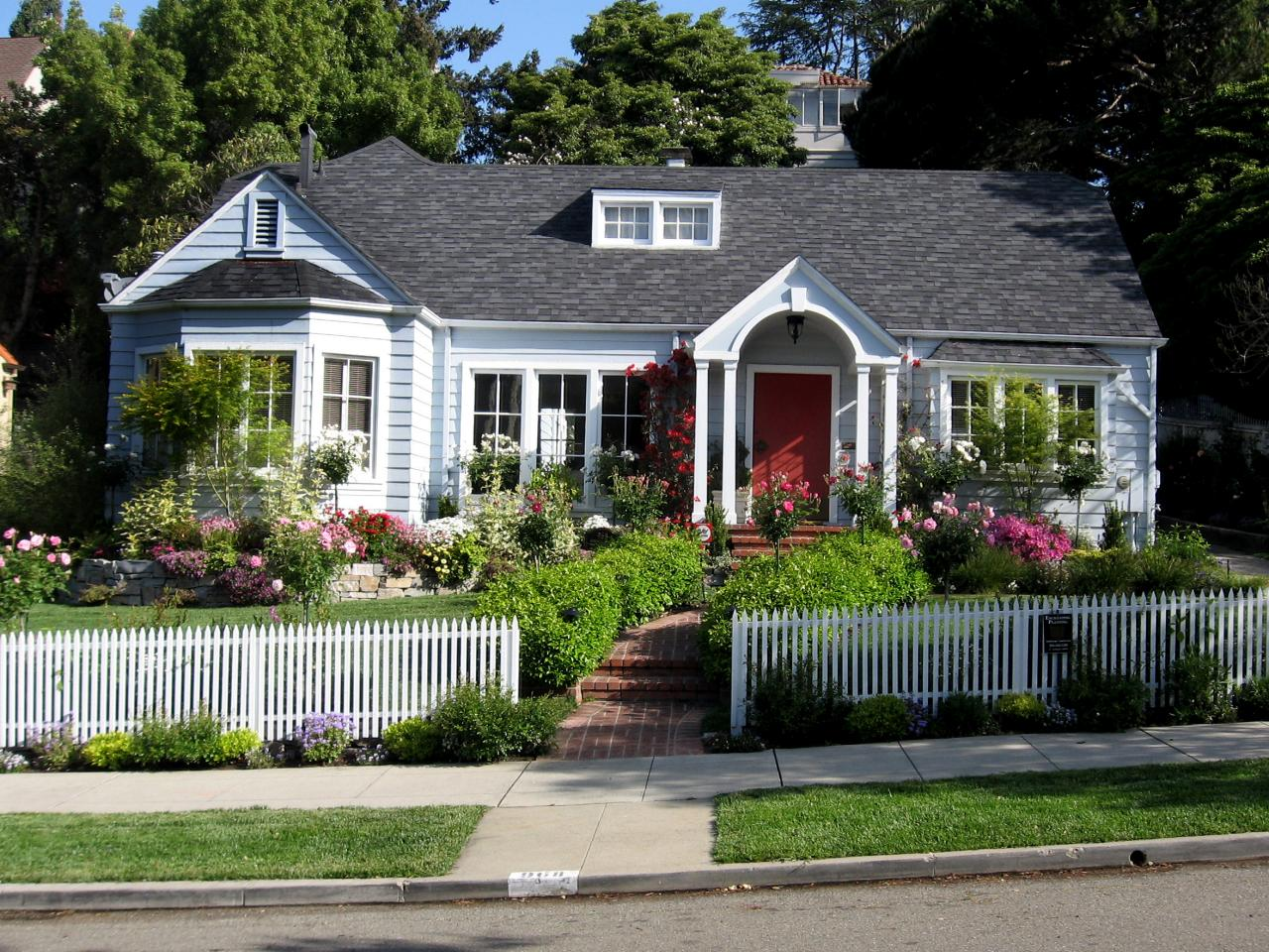 Blooming-yard-with-a-white-picket-fence