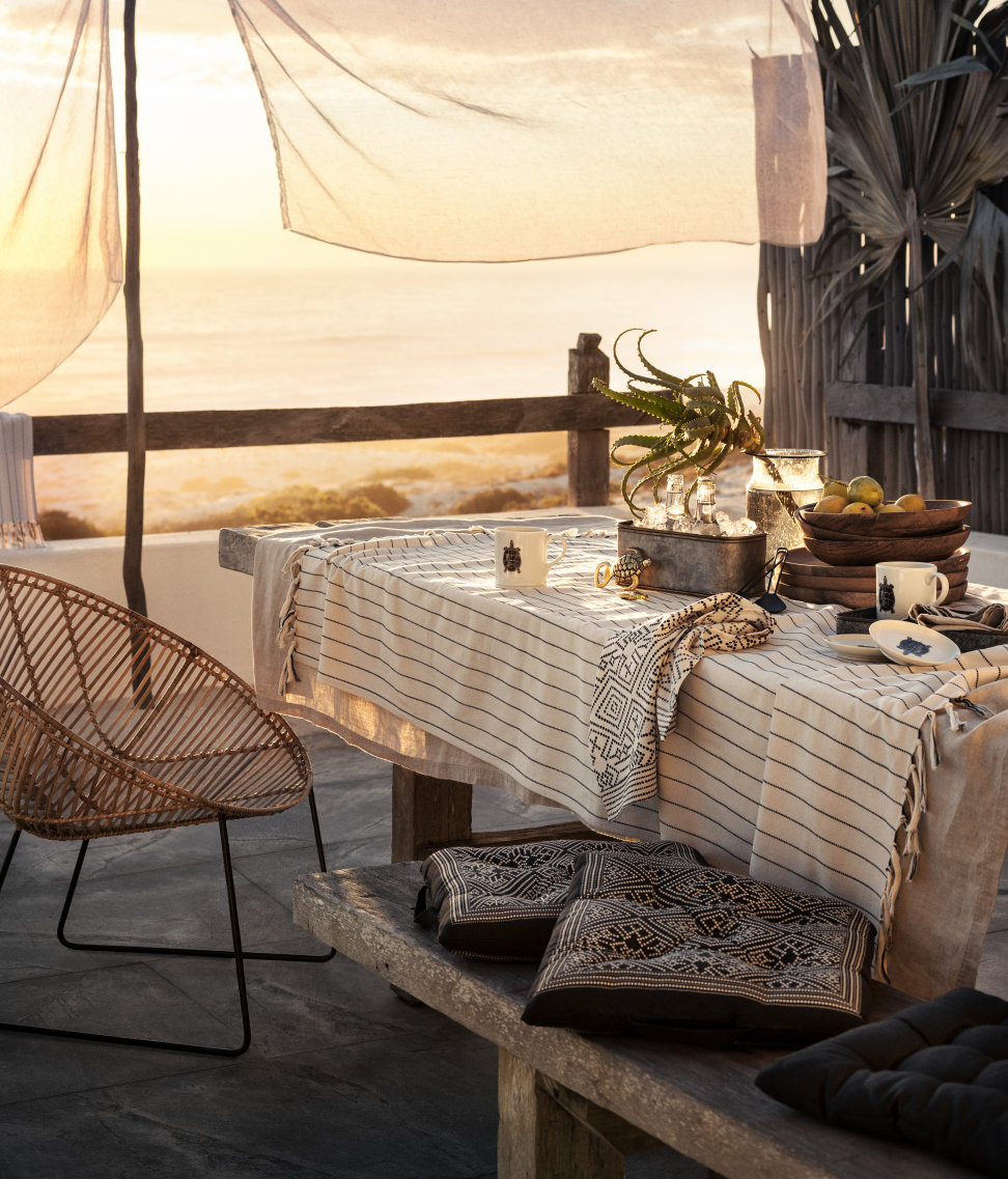 Breezy-summer-entertaining-from-HM-Home