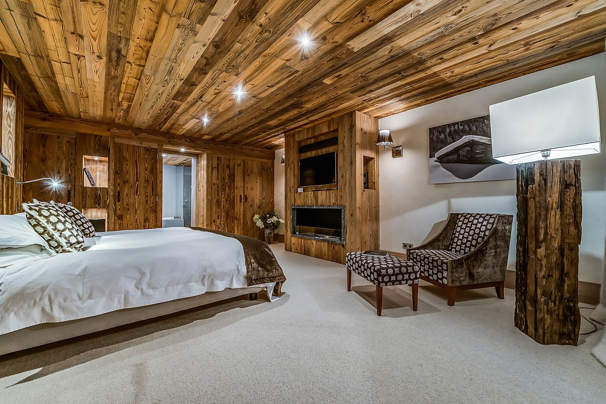 Chalet-bedroom-in-white-and-wood