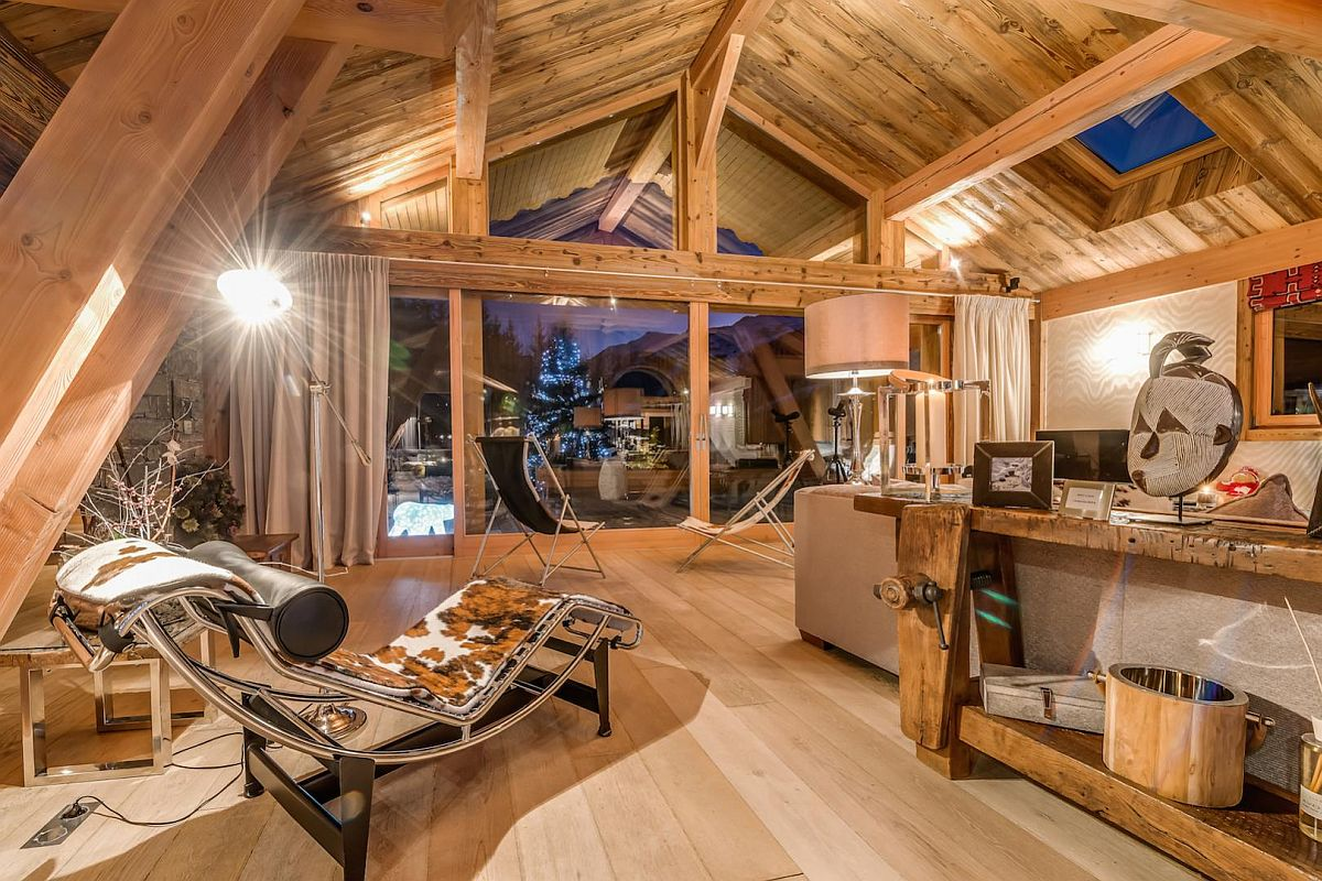Classic-and-luxurious-furniture-inside-Mont-Tremblant