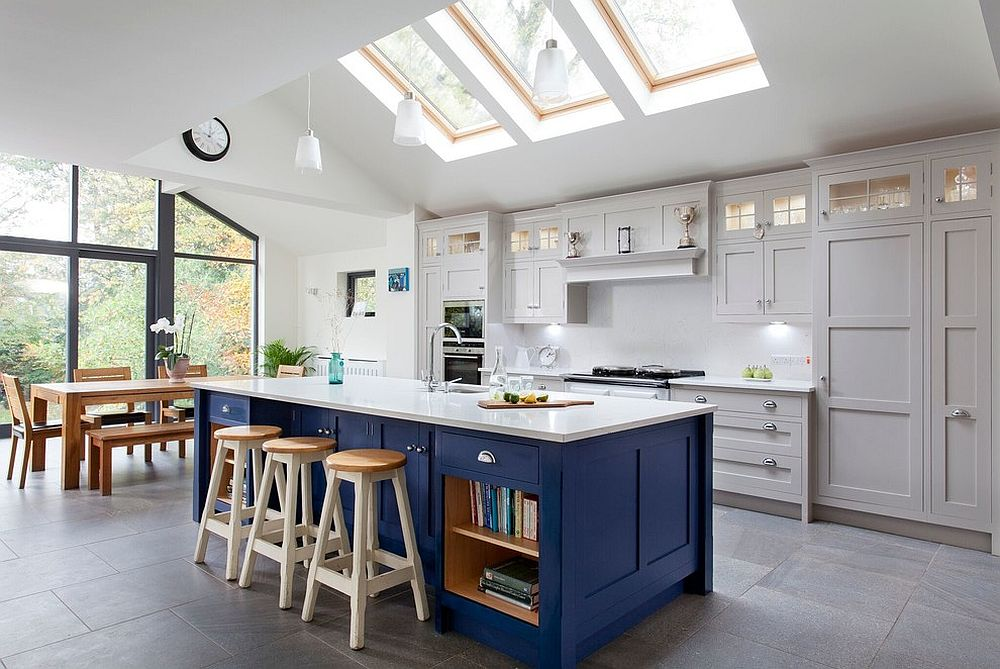 Classic farmhouse elements combined seamlessly with contemporary aesthetics in this kitchen