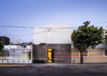 Closed-street-facade-of-Casa-Forasté-217x155