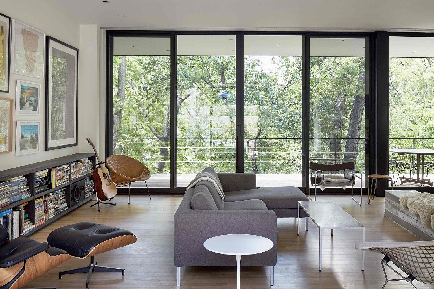 Contemporary-living-room-with-Eames-Lounger-and-a-stylish-bookshelf