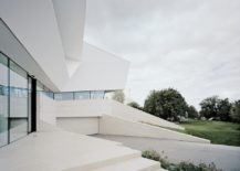 Contemporary-white-house-with-a-gray-driveway--217x155