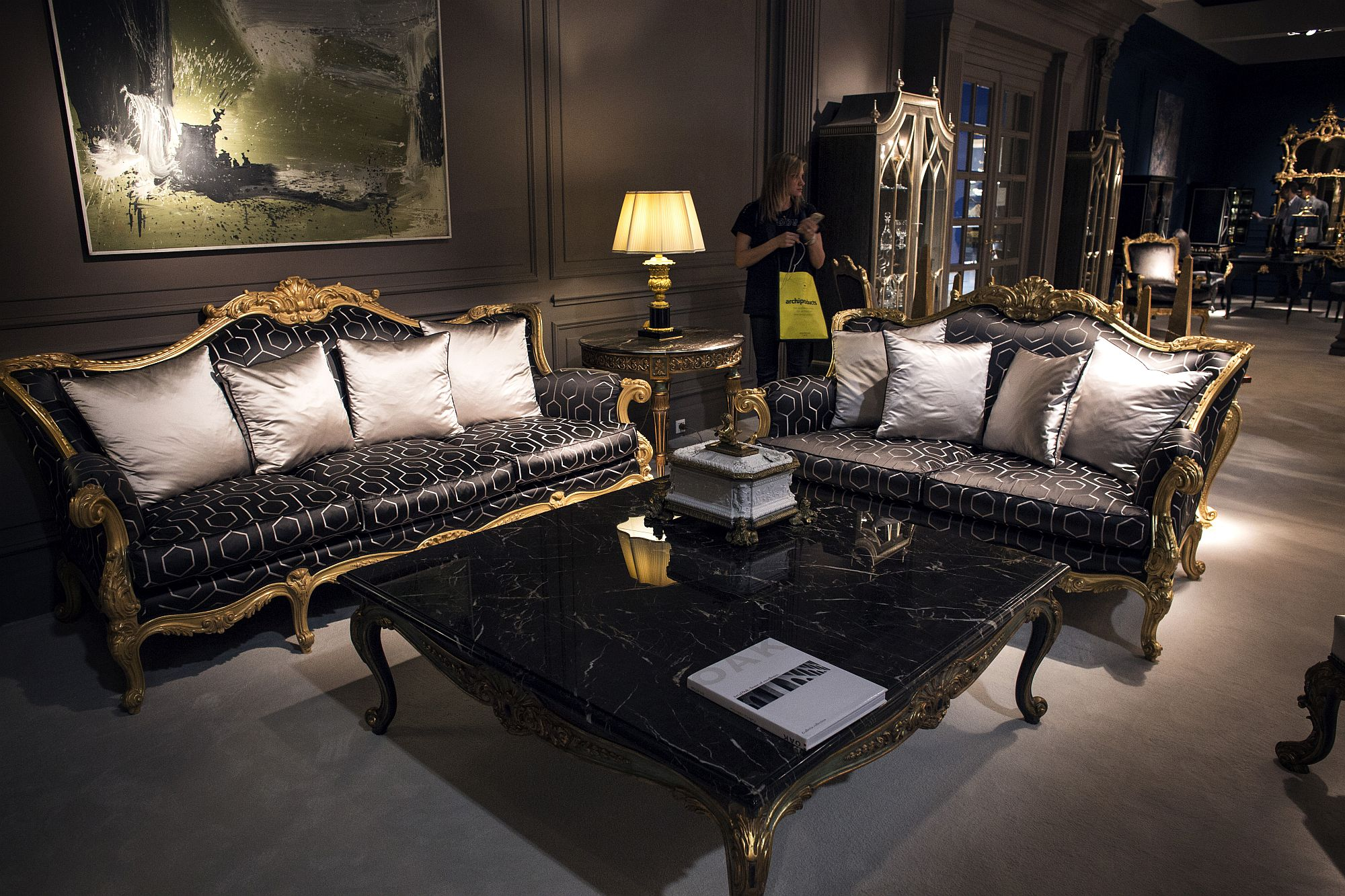 Custom coffee table in black marble and a base clad in gold!