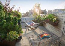 Dynamic-and-unique-balcony-garden--217x155