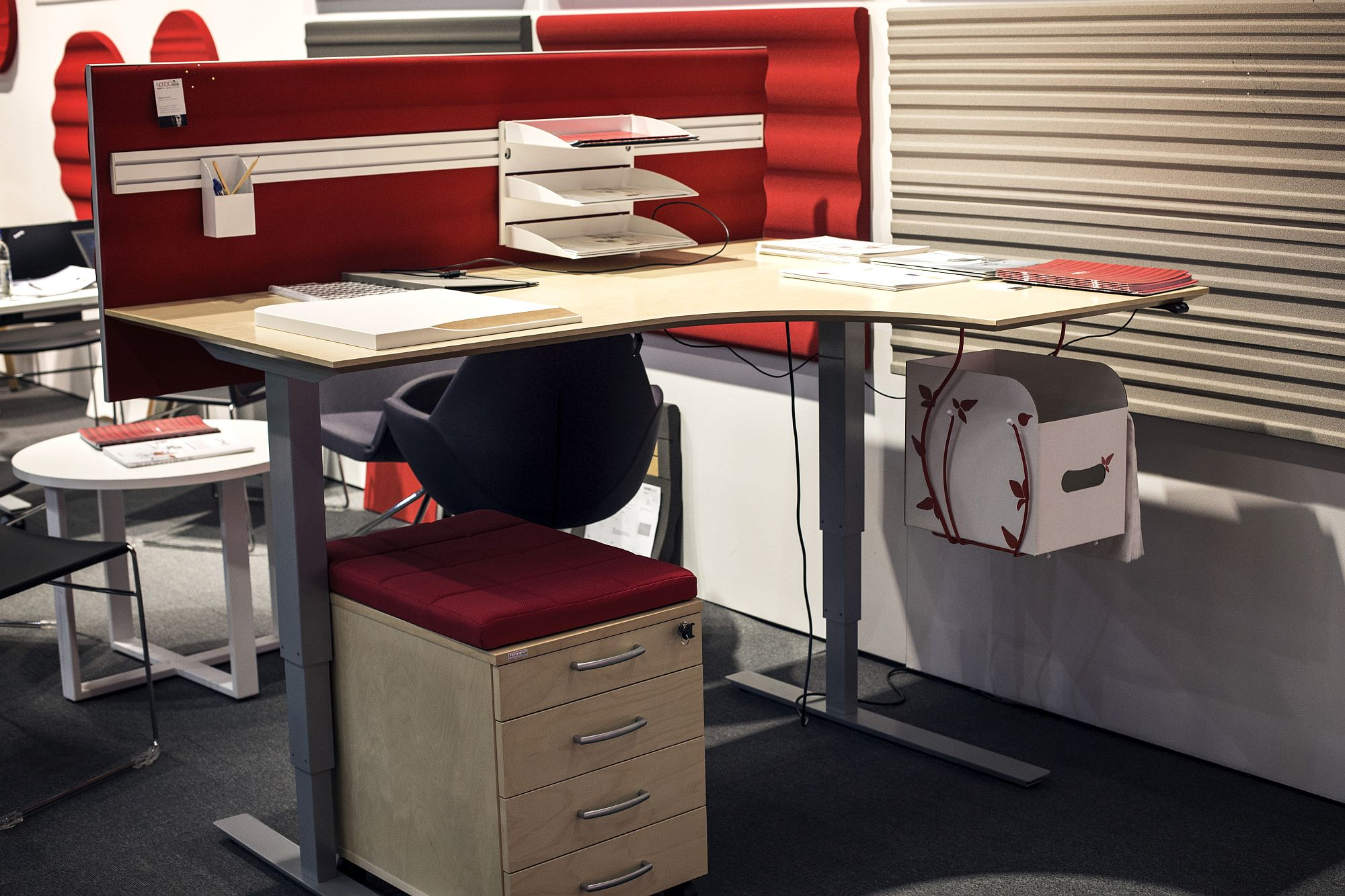 Space-Savvy Workspaces: Finding the Right Desk for Your Small Home ...