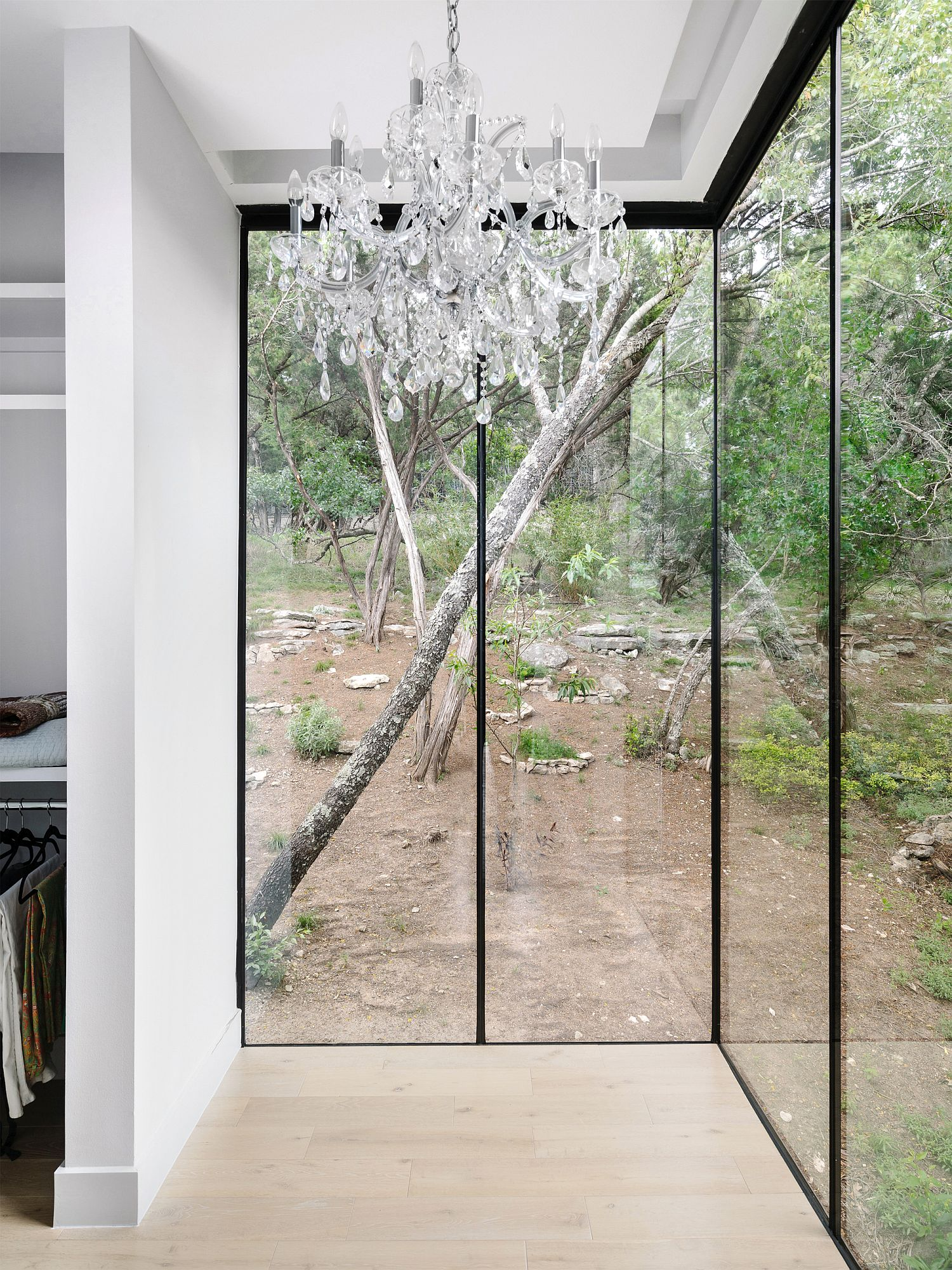 Glass walls connect the interior with the landscape