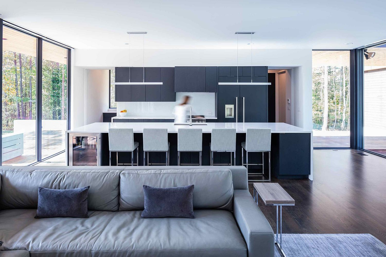 Gray-and-white-minimal-kitchen-for-contemporary-home