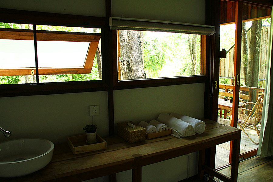 Inside-the-bathroom-of-the-Forest-House