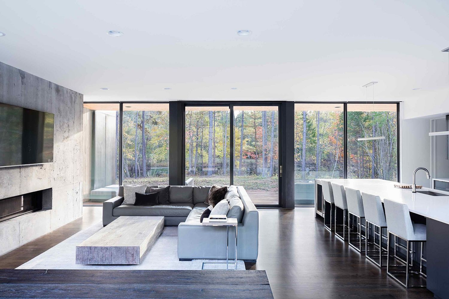 Large-glass-doors-and-windows-connect-the-minimal-interior-with-view-outside