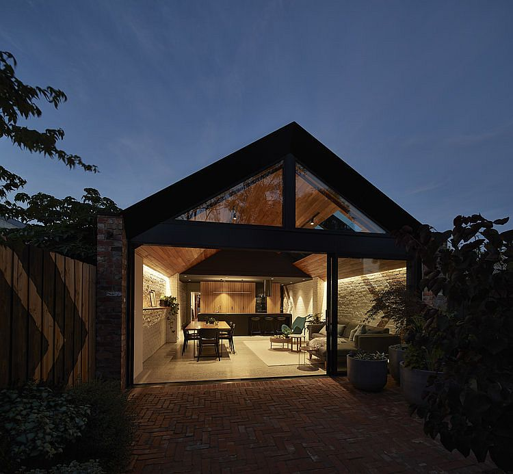 Lighting-brings-brightness-and-warmth-to-the-interior