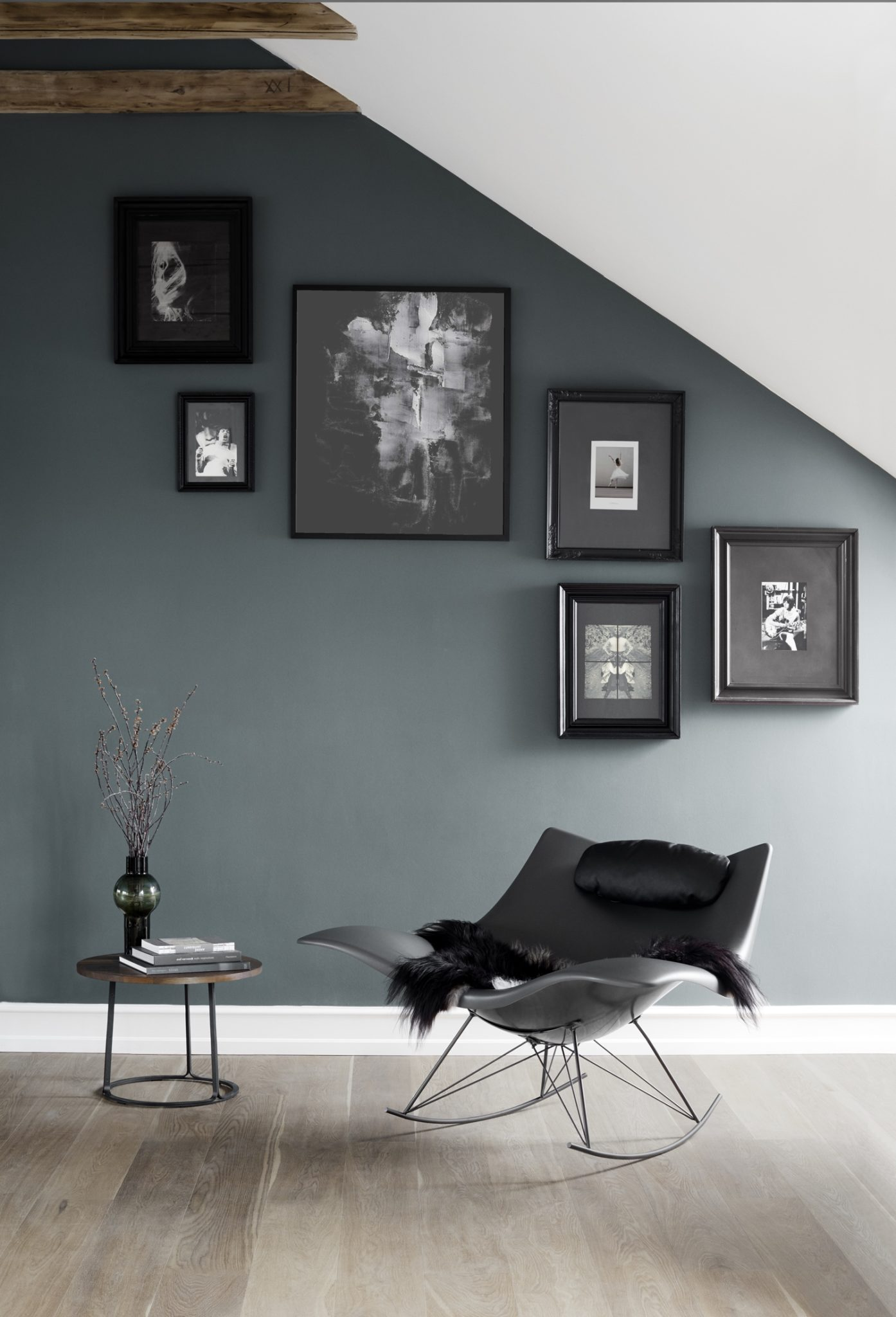 Matt dark grey Stingray & black leather cushion